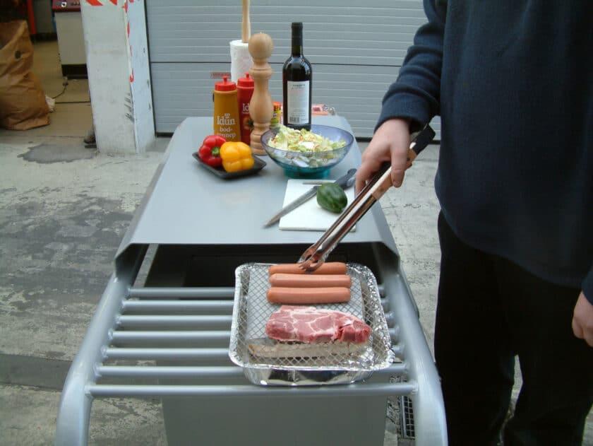Grillbord med plass til 2 engangsgriller